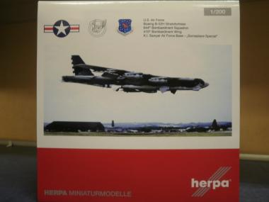 Herpa Wings 1:200 Boeing B-52H Stratofortress USAF Bombardement Wing 559003