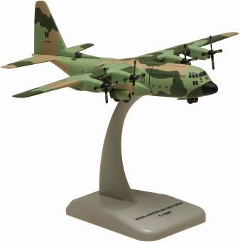 Hogan Wings 1:200 C-130J Camouflage A97-006 Miss Behavin