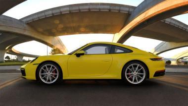 Minichamps 1:18 Porsche 911 (992) Carrera 4S - 2019 - yellow
