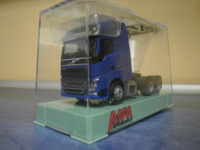 AWM LKW Volvo NEU FH4 XL Glob./Aerop. SZM 3-achs blau