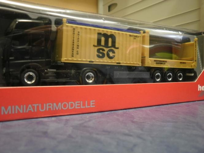 Herpa LKW MB Actros 11 Giga Cont-SZ Flat+o.top MSC