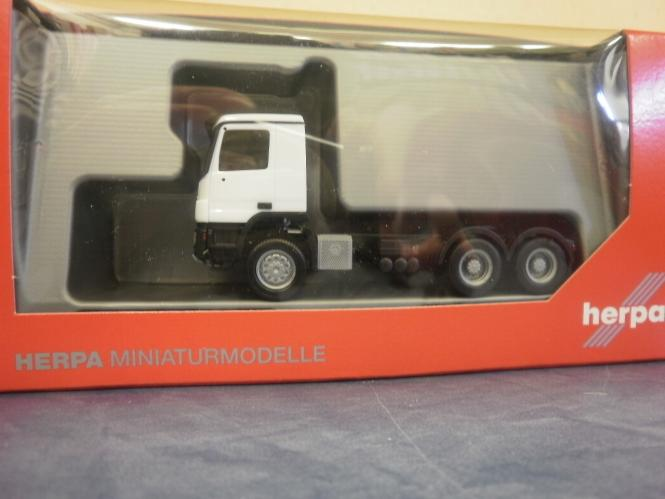 HERPA MB Actros --- ---- -- SZM Sped TNT