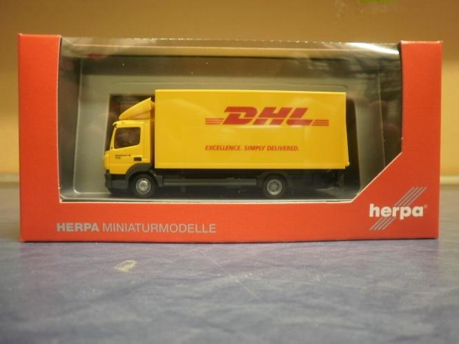 Herpa LKW MB Atego Koffer-LKW Ladebordwand.DHL 310505
