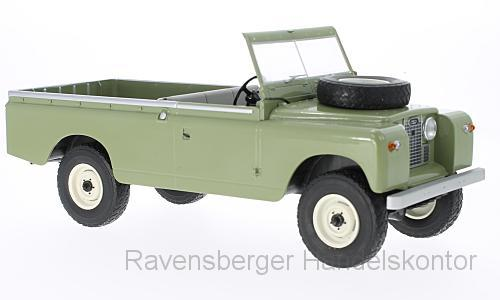 MCG 1:18 Land Rover 109 Pick-Up Series II - olive 18093