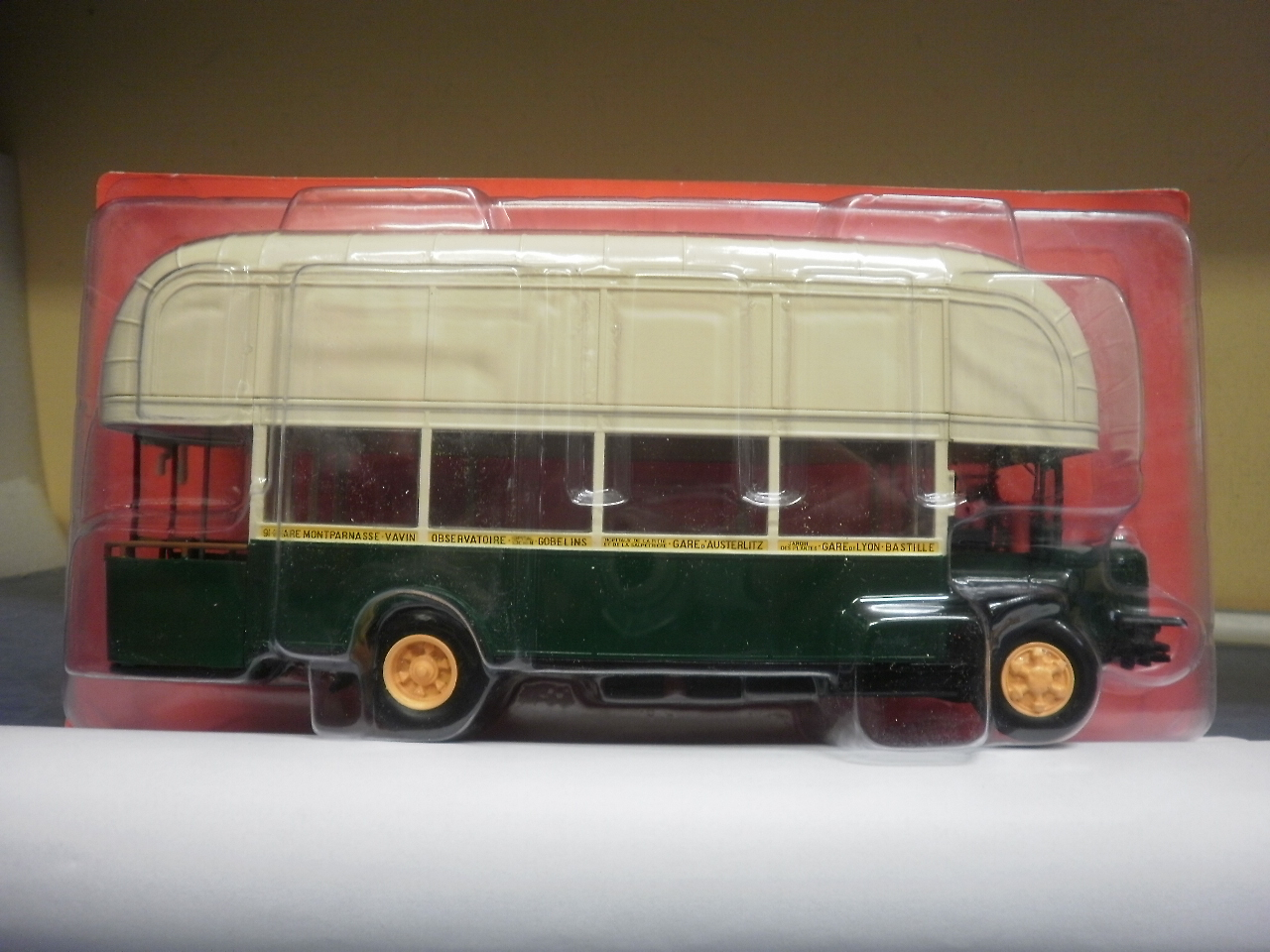 France 1940 with gas Atlas Bus 1:43 RenaultTN4F