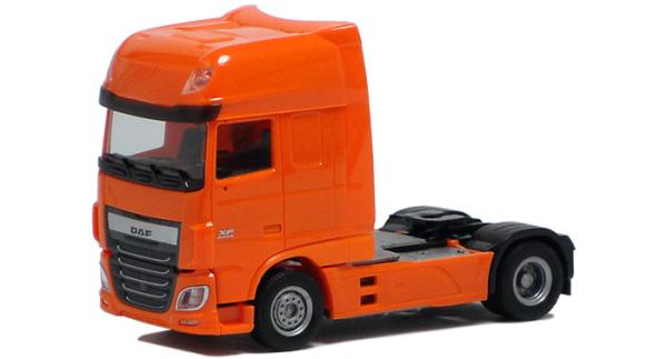 Herpa LKW DAF 106 XF Aerop SSC SZM TNT-orange