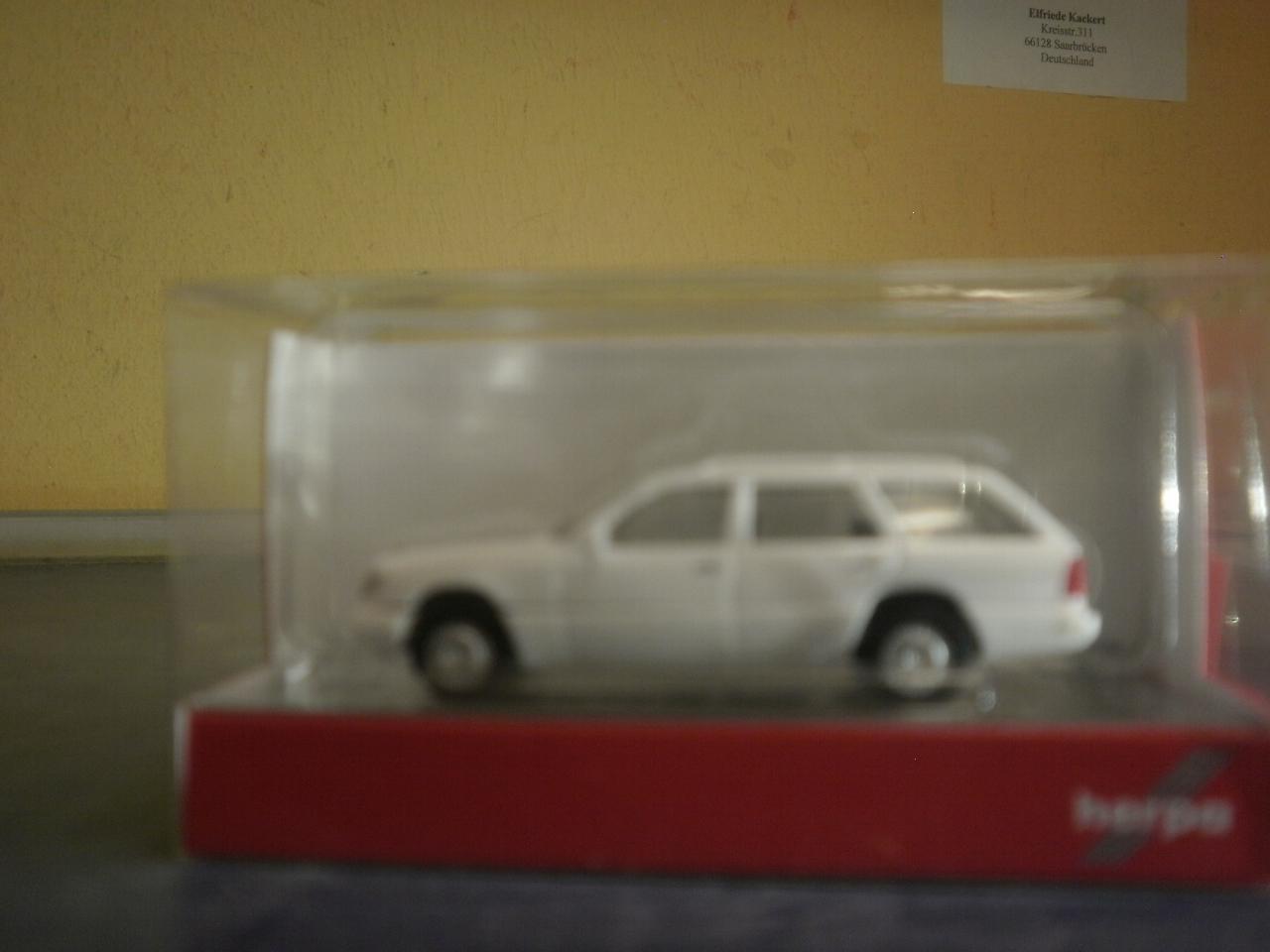 weiß 028554 Herpa PKW MB 320 T W124