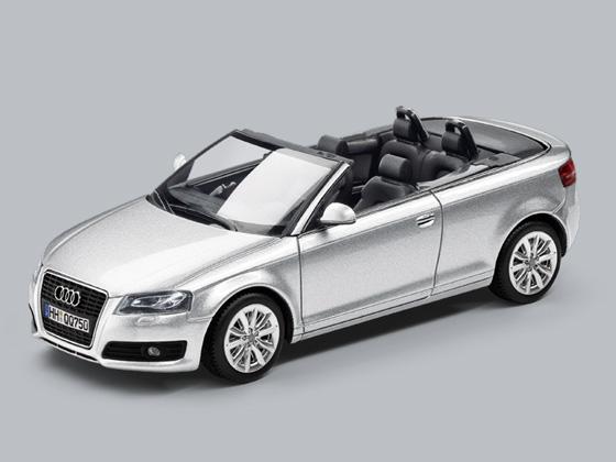Minichamps 1:43 Audi A3 Cabriolet eissilber